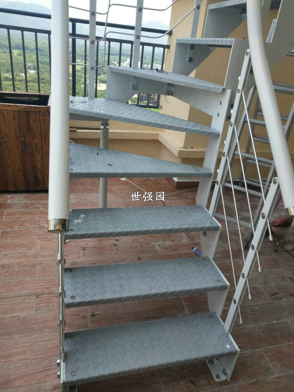 室外楼梯使用注意事项