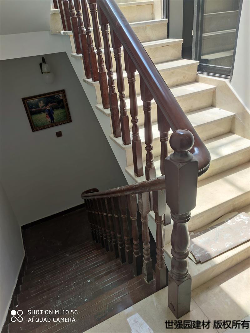 长沙望城实木楼梯扶手护栏-安装实拍效果