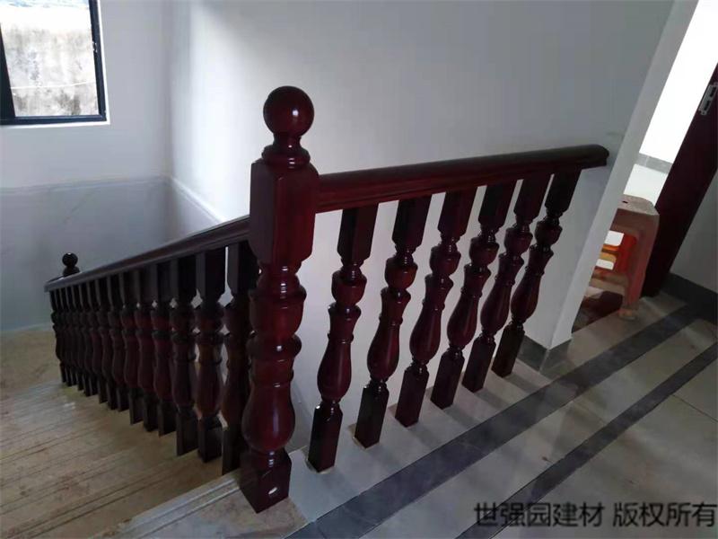 三亚崖城菠萝格楼梯扶手护栏安装案例效