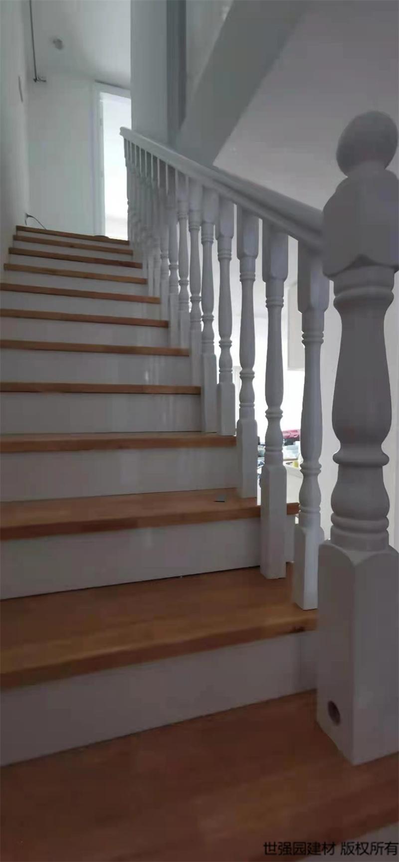 海口远大楼梯包实木踏步板护栏扶手安装